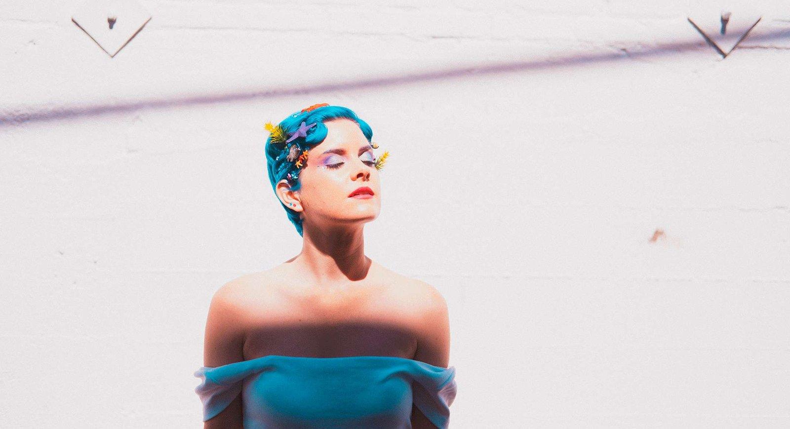 Lucy & La Mer – «Blue Dress»