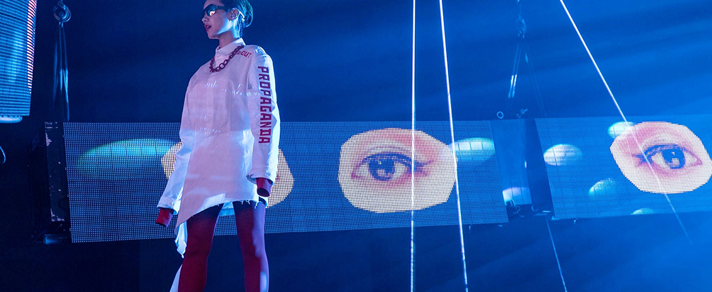 FEMM Release Mind-blowing Digital-analogue Hybrid Live Video for «Sit Down»